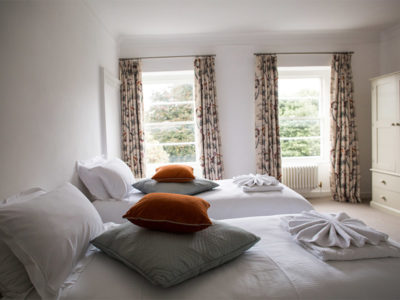 The Large Twin Room - Berkley Square House. Accommodation in Bristol, United Kingdom